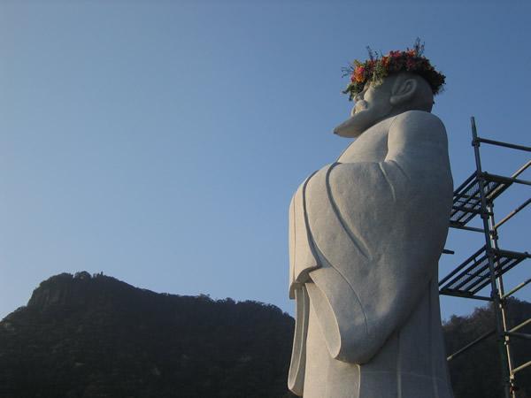 【前夜祭】徐福に花冠を奉納いたします